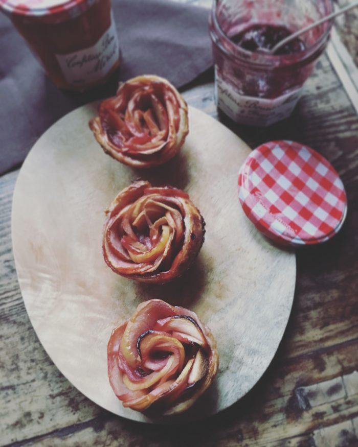 Juliette Lalbaltry - Petites roses feuilletées aux pommes, à la fleur d'oranger et à la confiture de 4 fruits rouges